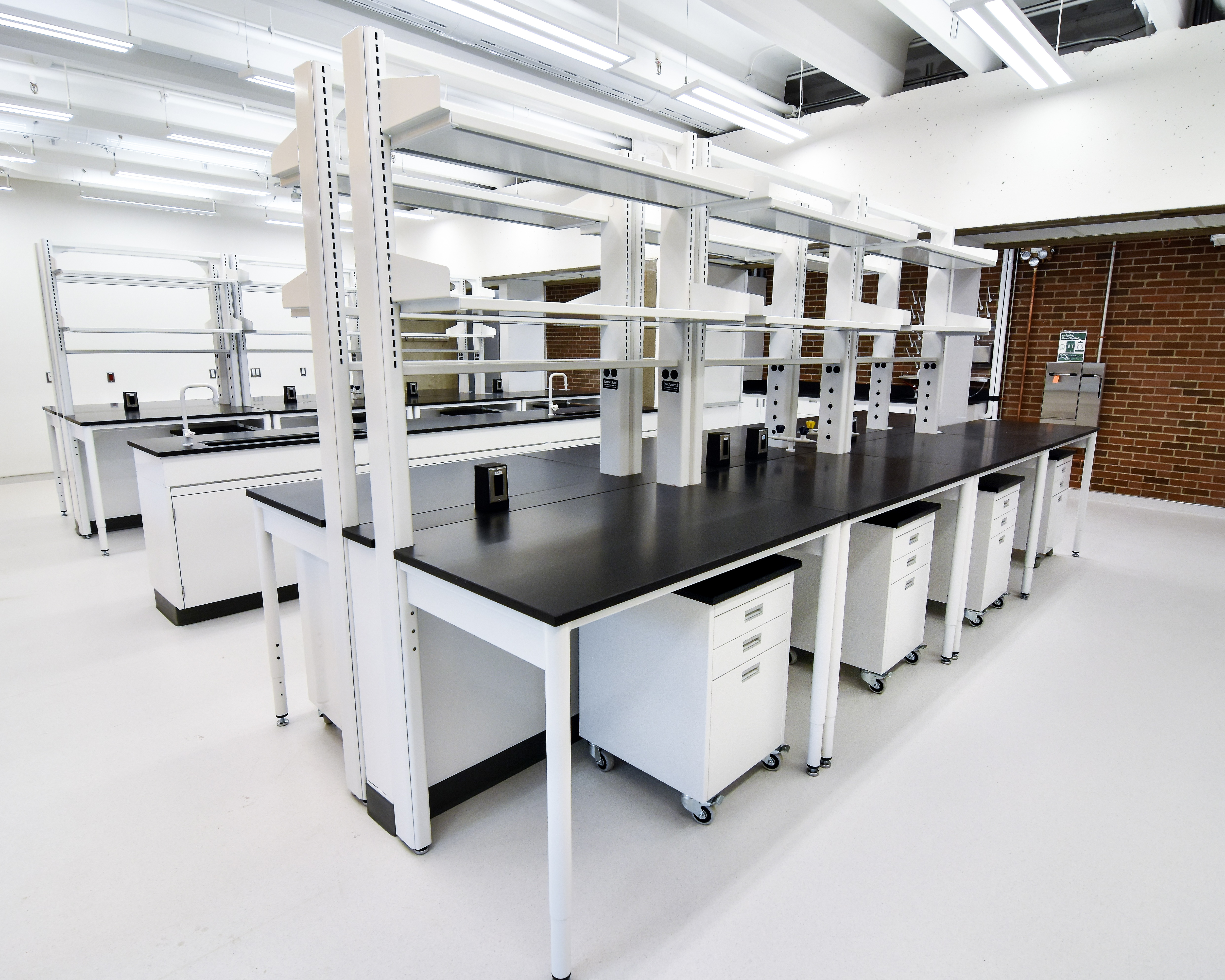 Flexible and Adaptable Laboratory Table Systems and Carts